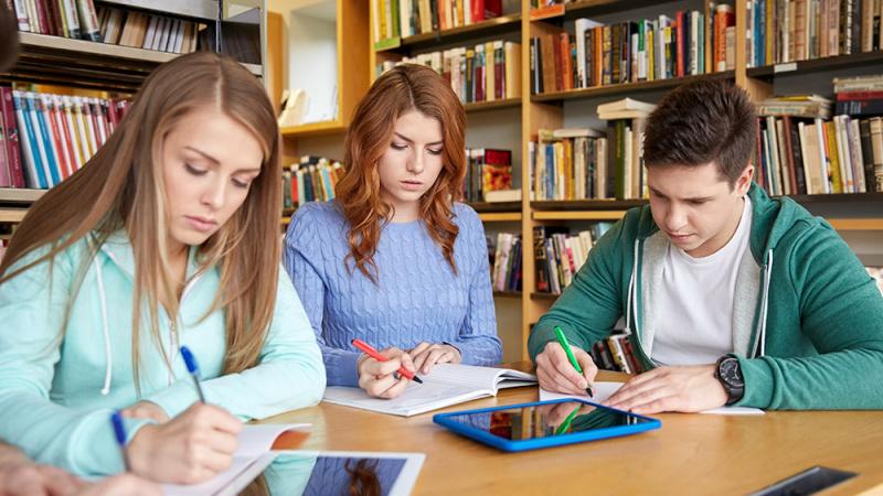 Jungtinėje Karalystėje studijavę lietuviai turės susitaikyti su didesnėmis paskolų įmokomis