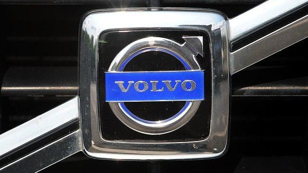 """Dėl užsidegimo grėsmės """"Volvo"""" JK atšaukia beveik 70 tūkst. automobilių"""