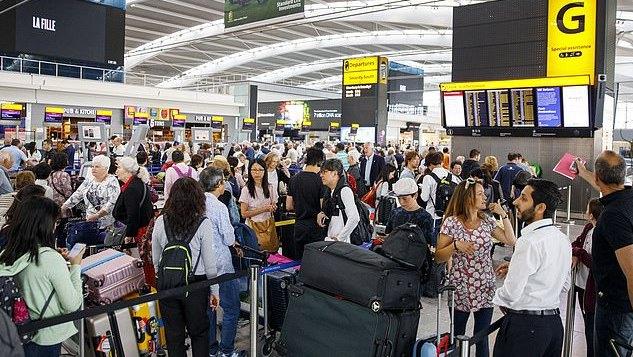 Londono Heathrow oro uosto darbuotojai ketina streikuoti ir ... baliavoti