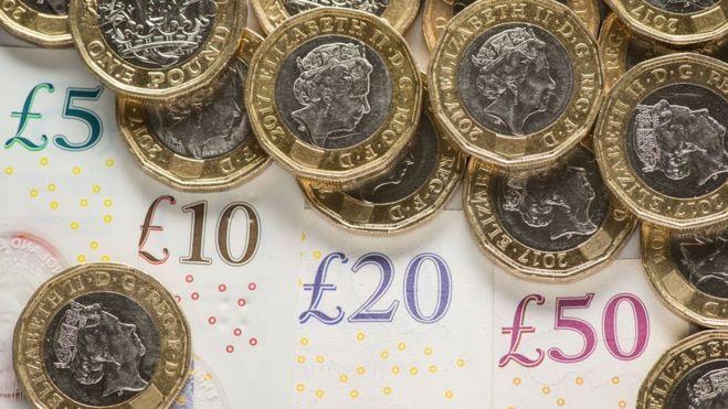 """""""Brexit"""" be susitarimo perspektyva ir toliau smukdo svaro kursą"""