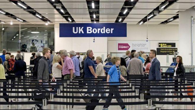 """Ekspertai: JK negali nutraukti laisvo žmonių judėjimo """"Brexit"""" dieną"""