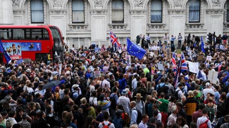 JK valdžios sprendimas stabdyti parlamento darbą susilaukė didžiulio pasipiktinimo bangos