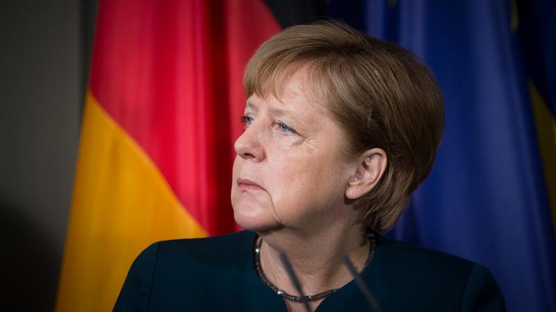 """A. Merkel: vis dar turime galimybę įgyvendinti tvarkingą """"Brexit"""""""
