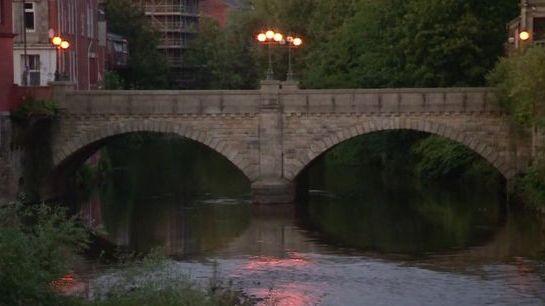 Siaubas JK: vyras nužudė 12 mėnesių sūnų numesdamas jį nuo tilto
