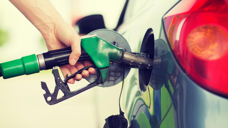 Analitikai: dėl padėties Artimuosiuose Rytuose JK gali šoktelėti degalų kainos