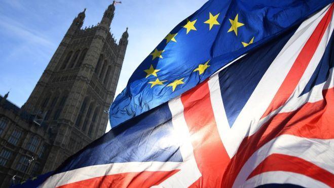 "ES sutinka atidėti ""Brexit"", jei to paprašys JK parlamentas"