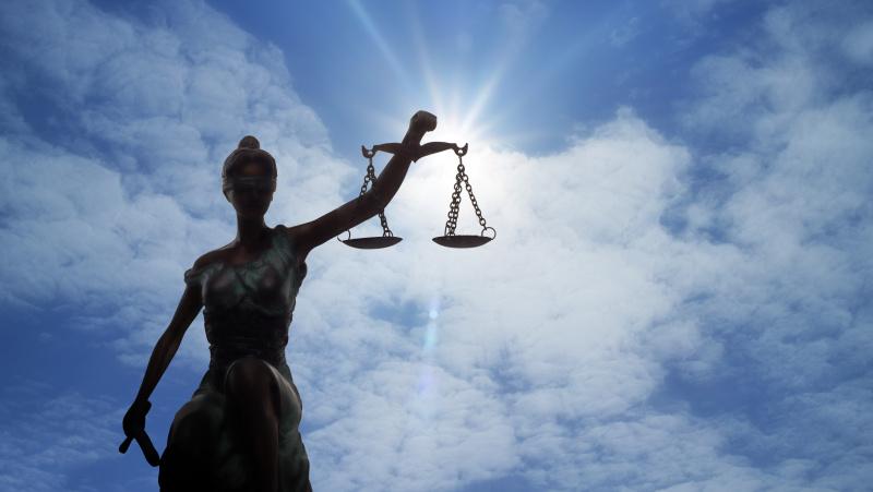 """Teismas: žiauriai sutalžytą latvį JK lietuviai išmetė į gatvę """"kaip šiukšlių maišą"""""""