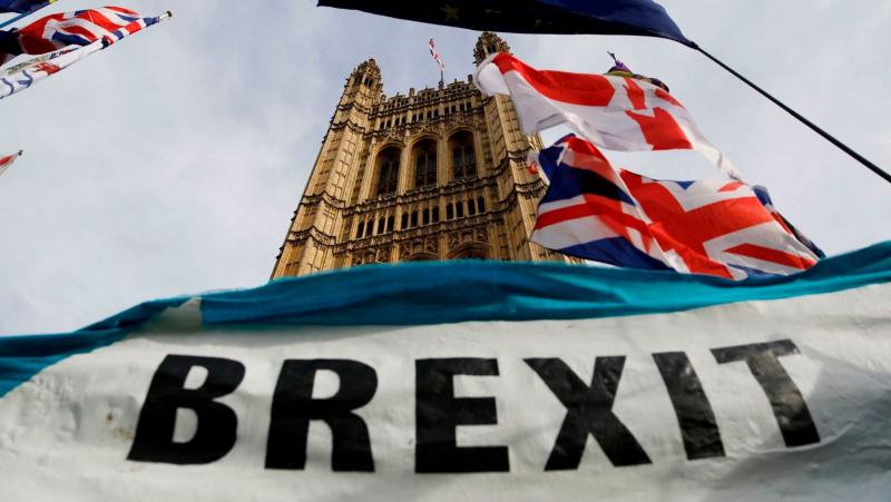 """Pagrindiniai faktai: kiek JK kainuoja kiekviena atidėto """"Brexit"""" diena?"""