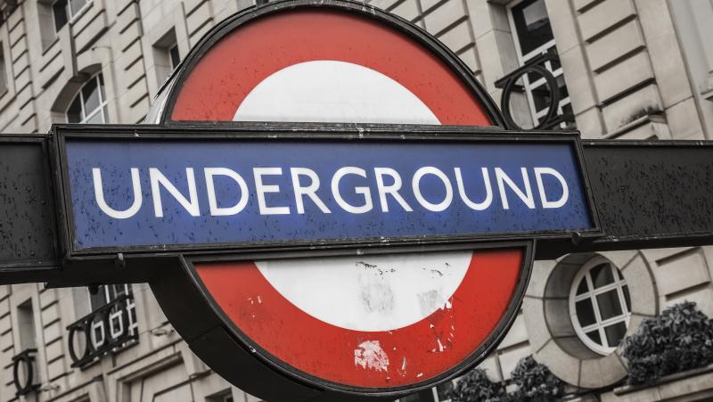 Londono metro traukinio vairuotojas atskleidė savo darbo paslapčių