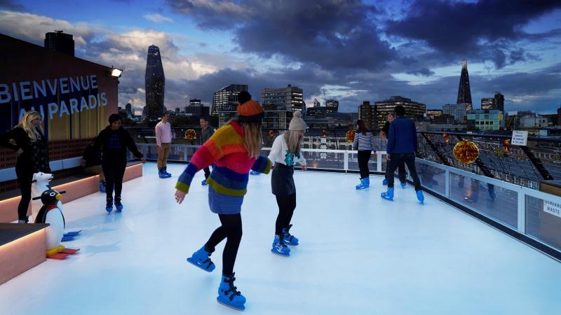 Londone žiemos pramogas išmėginti kviečia čiuožykla ant stogo