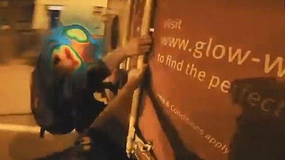 """Paslaptingasis lietuvis vlogeris """"shiey"""" pasivažinėjo Londone ... įsikabinęs į sunkvežimį [VIDEO]"""