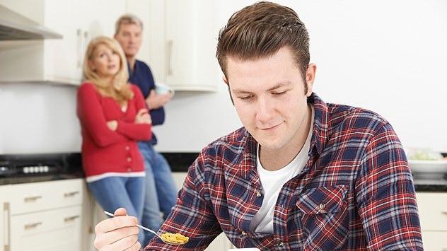 Su tėvais JK vis dar gyvena rekordinis skaičius jaunų žmonių