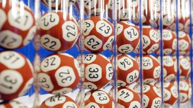 "JK pirktas bilietas ""Euromillions"" loterijoje laimėjo £105 mln."
