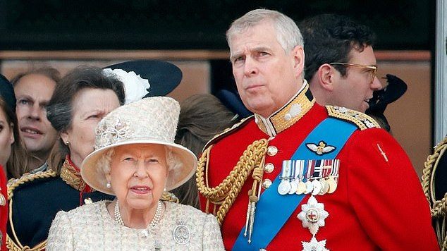 Daugiau nei pusė JK gyventojų nori viešų renginių be princo Andrew