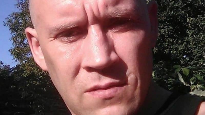 """Mįslė britų policijai: iš kur feisbuke atsirado dingusio ir mirusiu laikyto lietuvio """"selfiai""""?"""