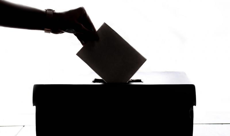 Jungtinėje Karalystėje startavo šalies parlamento rinkimai