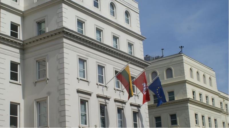 LR ambasada Londone: ką JK lietuviai mano apie jos darbą?