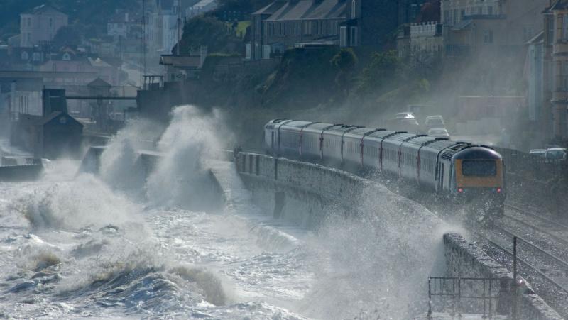 Orai JK: smarkus vėjas ir lietus sukels prieškalėdinį transporto košmarą