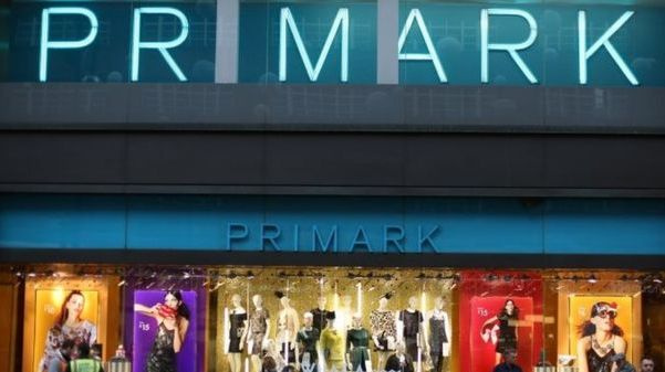 """""""Primark"""" parduotuvėje kojinėje rado žmogaus kaulo dalį, policija su nusikaltimu nesieja"""