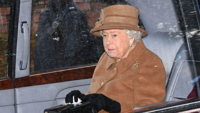 Anglijos karalienė rengia skubias derybas dėl princo Harry ir jo žmonos ateities