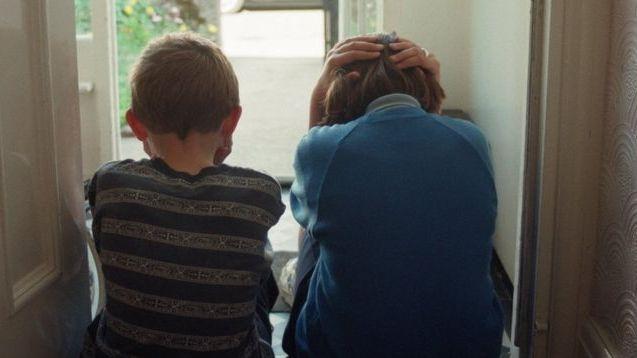 Ataskaita: kas penktas suaugęs žmogus JK yra vaikystėje patyręs smurtą