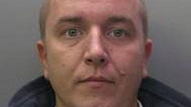 Kalėjimo prižiūrėtoju dirbęs JK lietuvis nuteistas už kaliniui įneštus telefonus