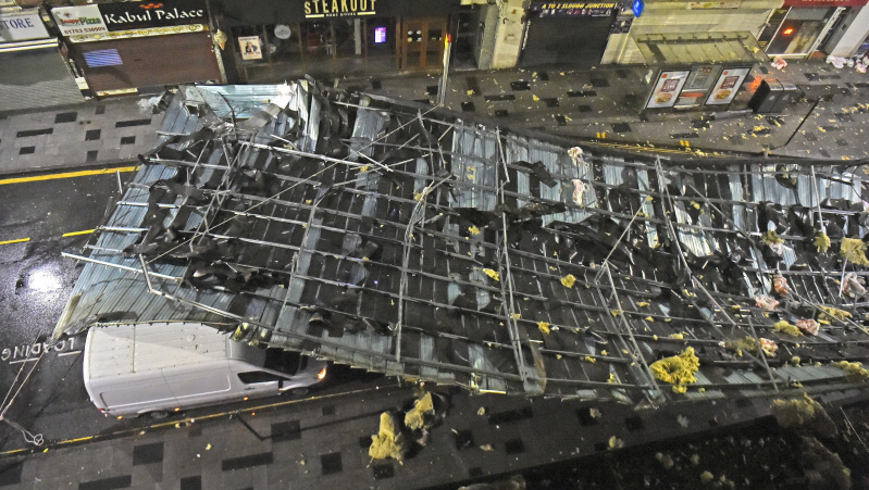 JK siautusi audra Brendanas sukėlė chaosą, laukiama dar daugiau lietaus ir stipraus vėjo