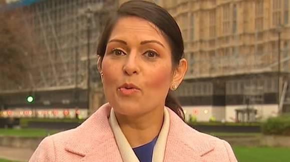 JK vidaus reikalų sekretorė užsipuolė per daug nuo pigios ES darbo jėgos priklausantį verslą