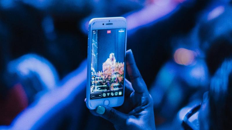 Už Atlanto – beprotiškas siūlymas: jaunesniems nei 21 metai - jokio telefono