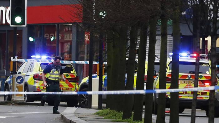 Naujas išpuolis Londone: du žmonės sužeisti, užpuolikas nušautas