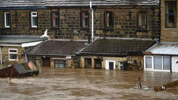 JK šėlusi audra Ciara sukėlė potvynių ir eismo sutrikimų