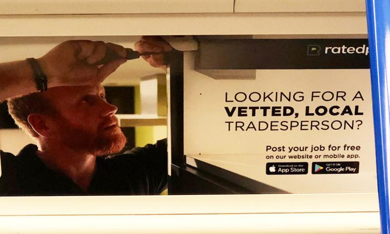 Princas Harry ieško darbo? Internete plinta reklama su jo antrininko atvaizdu