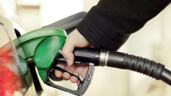 Degalų kainos stumtelėjo infliaciją JK iki aukščiausio lygio per 6 mėnesius