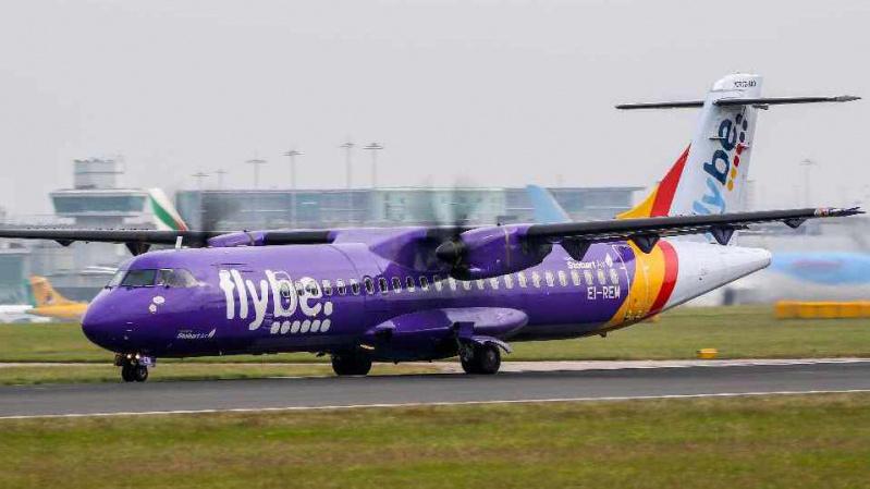 """Bankrutavo JK aviakompanija """"Flybe"""", keleiviams nurodoma nevykti į oro uostus"""
