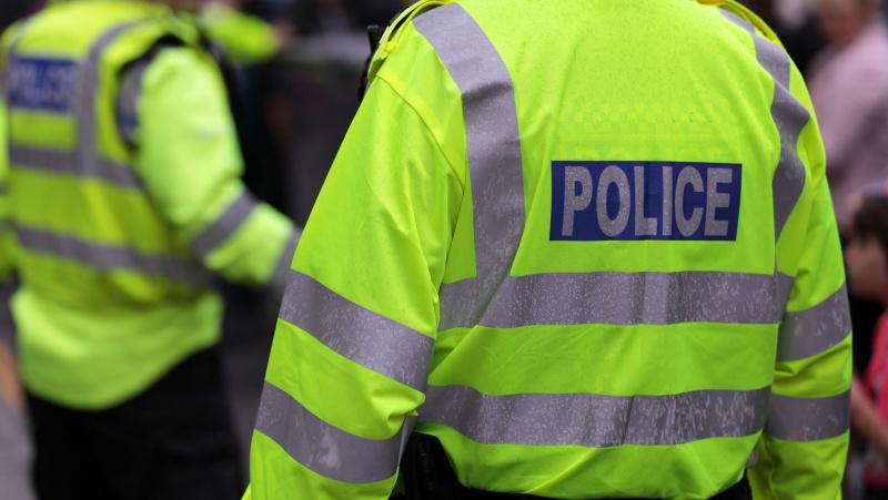 Londone policija nušovė peiliais ginkluotą vyrą, tačiau tai nelaikoma teroro išpuoliu