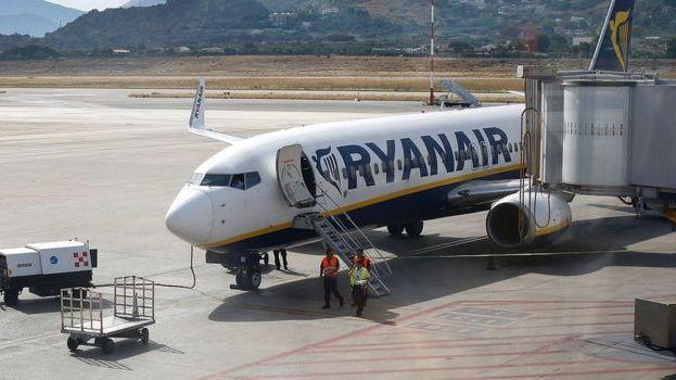 Aviakompanijos dėl koronaviruso atšaukia tūkstančius skrydžių