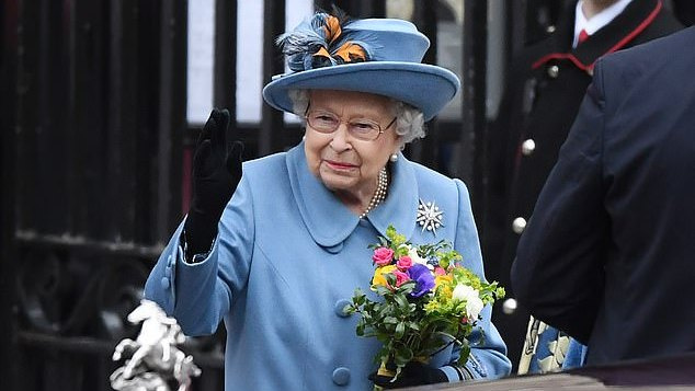Britanijos karalienė tapo ketvirtu ilgiausiai pasaulyje valdančiu monarchu
