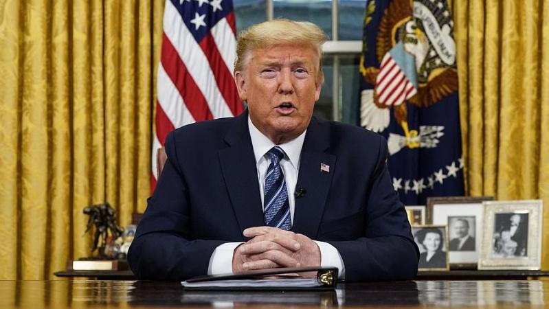 JAV prezidentas europiečiams uždraudė 30 dienų atvykti į šalį