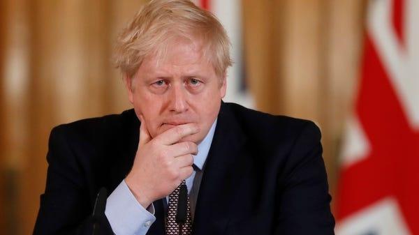 B. Johnsonas neketina dėl viruso JK uždrausti masinių renginių ir uždaryti mokyklų