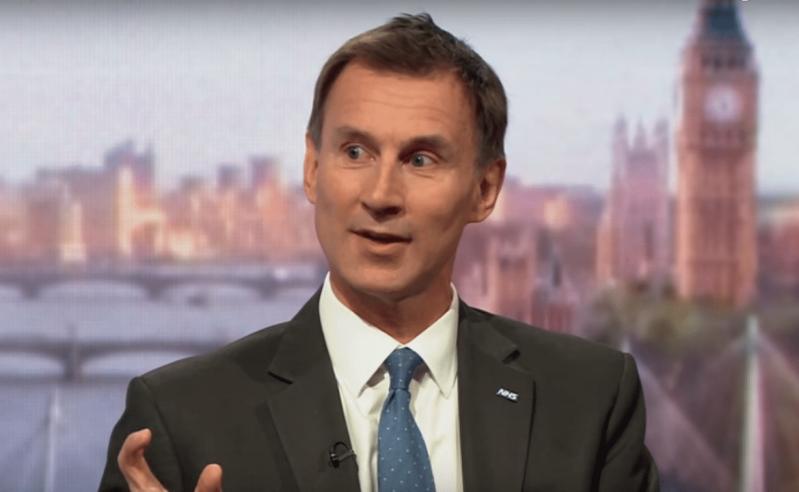 JK požiūris į virusą kelia nerimą, sako buvęs sveikatos sekretorius, o mokyklos prašo aiškumo