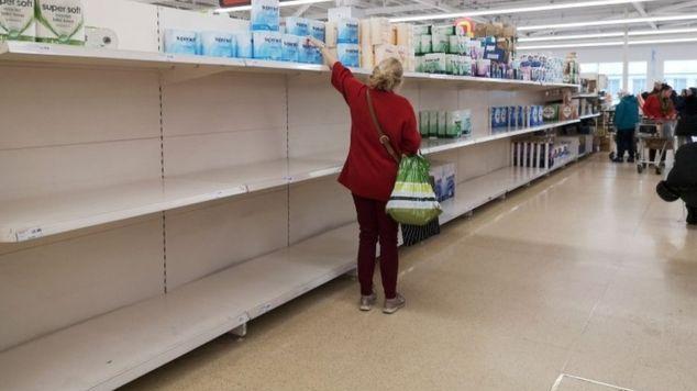 JK prekybininkai prašo gyventojų nešluoti lentynų, pagalvoti apie kitus