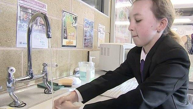 JK sveikatos sistemos vadovų nurodymas: kosinčius vaikus siųsti namo, bet mokyklų neuždarys