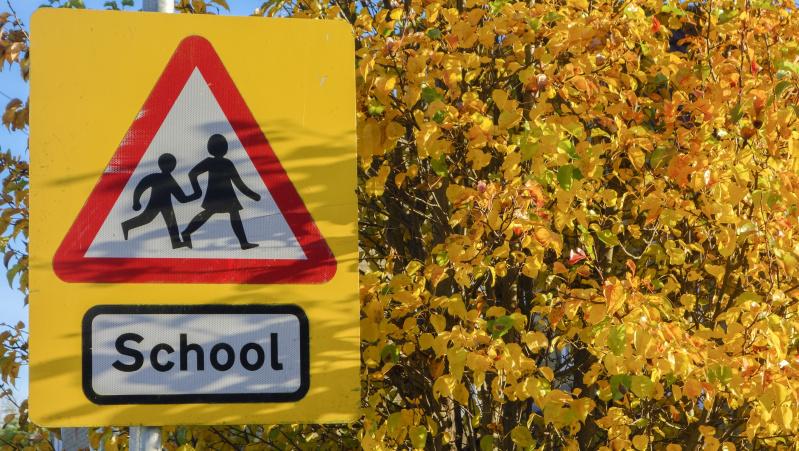 Mokyklų uždarymas JK sukėlė sąmyšį: valdžia paaiškino, kieno vaikai galės eiti