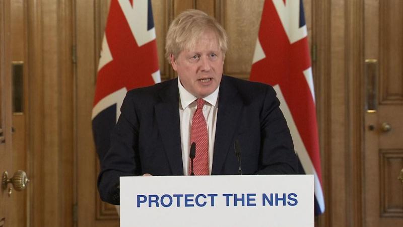 """B. Johnsonas ragina JK gyventojus laikytis apribojimų, grasina """"griežtesnėmis priemonėmis"""""""