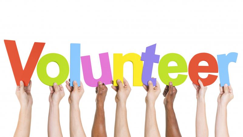 Koronavirusas JK: NHS sistemai reikia 250 tūkst. savanorių, atidaroma nauja ligoninė