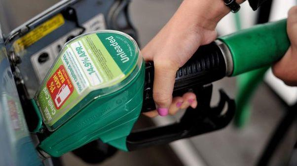 Asociacija: dėl smukusios degalų paklausos daugeliui degalinių JK teks užsidaryti