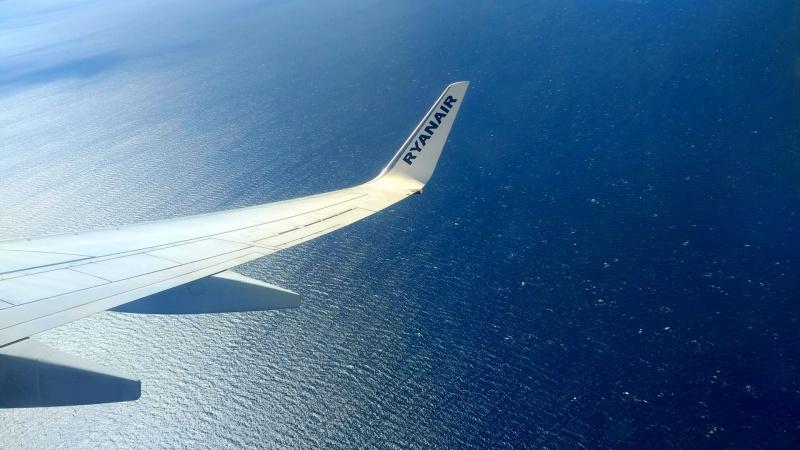 """""""Ryanair"""" ruošiasi karantino pabaigai: laukia kainų karas"""