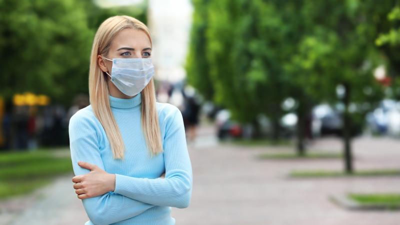 Koronavirusas JK: Londono meras ragina įvesti reikalavimą privalomai dėvėti kaukę
