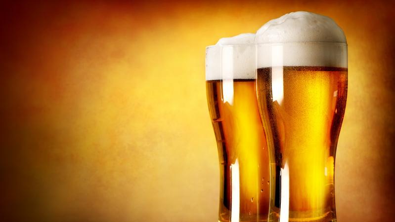 Pasikeitė prioritetas: JK pirkėjai vietoj drabužių perka ... alkoholio