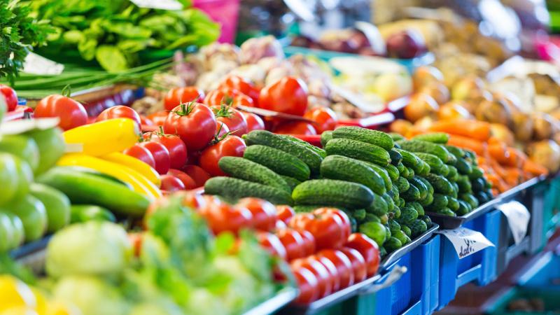Nemokamų atostogų išleisti darbuotojai JK bus raginami rinkti vaisių ir daržovių derlių